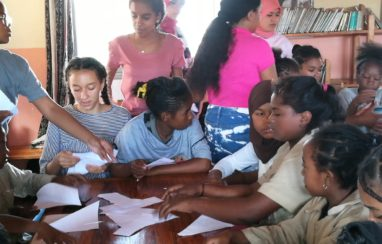 2nde 7 : 10 cartons de livres à destination des enfants du quartier Antohomadinika